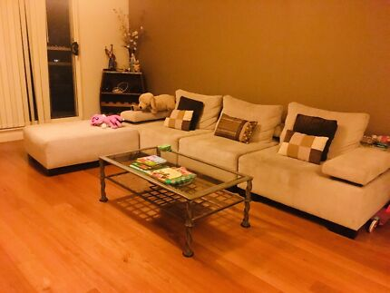 FULLY FURNISHED ROOM IN A SPACIOUS 2 BEDROOM APARTMENT