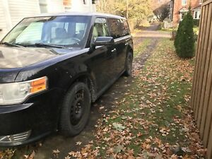 FULLY LOADED Ford Flex - moonroof, leather, remote start