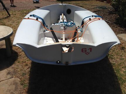 303 fibreglass sailing dinghy