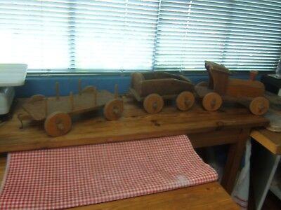 Ancien jouet train de plancher en bois à tirer ( collection )