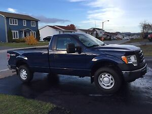 Low km's! 2011 Ford F-150 Reg Cab 4x4