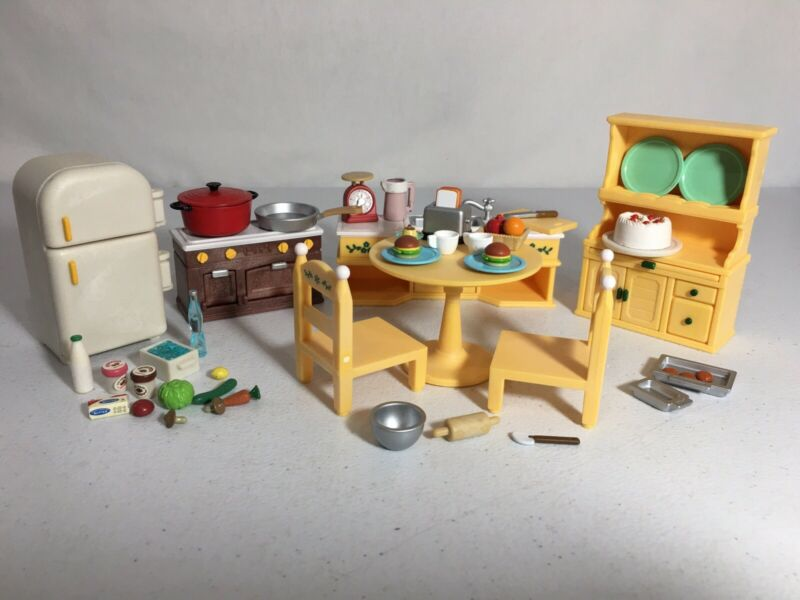 Calico critters/sylvanian families Cozy Kitchen Furniture W Fridge & Extras