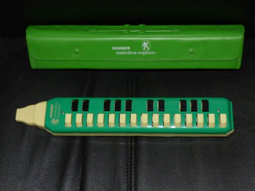 VINTAGE HOHNER MELODICA SOPRANO WORKING WITH CASE