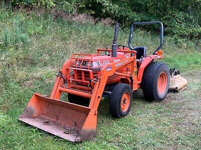 Kubota Tractor 4x4 L2550 W Brush Hog