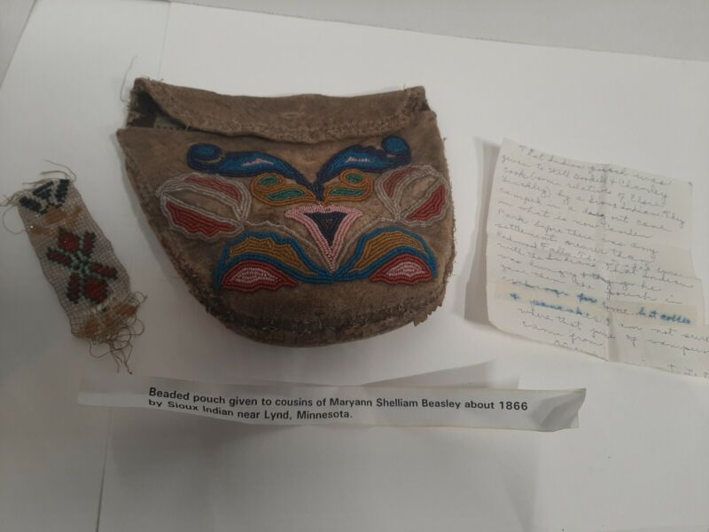 1866 Sioux Indian purse with documentation