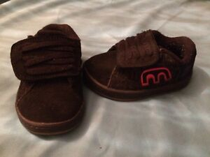 Chaussures Etnies taille 5T