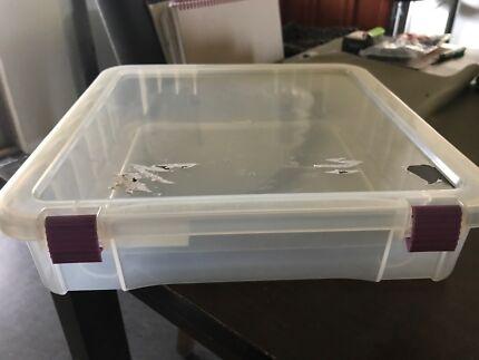 Scrapbooking paper storage case