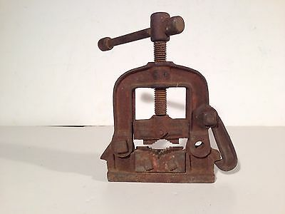 Embossed Cast Iron Mark Manufacturing Blacksmith Pipe Vise Metal Clamp Tool