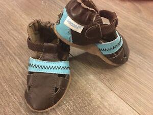 Robeez 0-6 months unisex leather shoes mint condition