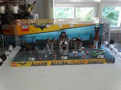 Huge Toys R Us LEGO BATMAN The Movie TRU STORE DISPLAY DIORAMA BATMOBILE ROBIN