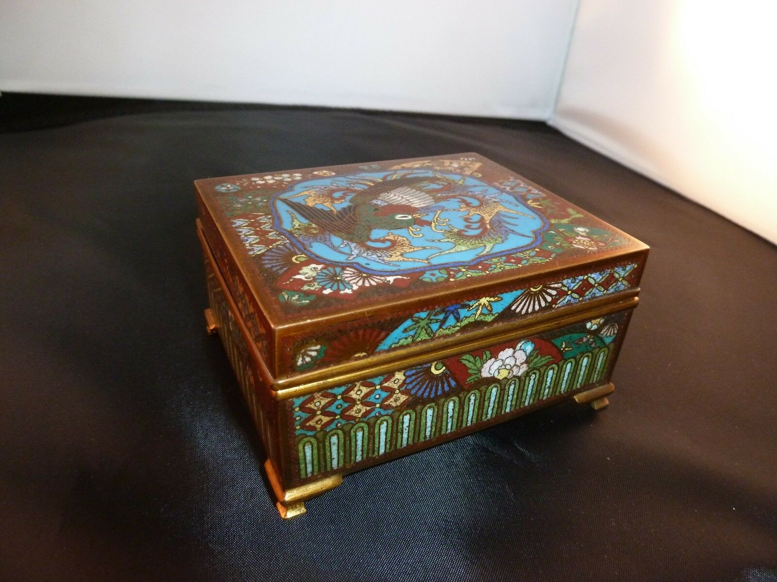 Antique Japanese Meiji Period (1852-1912) Cloisonne-Enamel Bronze Hinged Box.