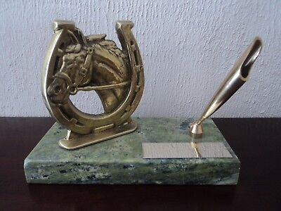 VINTAGE HEAVY EQUESTRIAN MARBLE AND CAST BRASS HORSE HEAD/SHOE DESK PEN HOLDER.