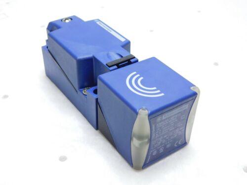 Telemecanique Inductive Proximity Switch 24-240 VAC XS8C4A1MPN12