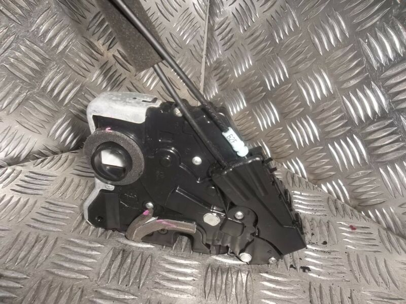 2006 LEXUS GS300 PASSENGERS SIDE FRONT DOOR LOCK MECHANISM CATCHER