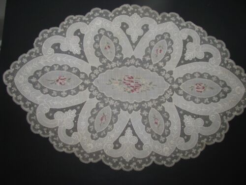 ANTIQUE NORMANDY LIKE EMBROIDERED LACE TABLE MAT RUNNER ECRU STUNNING OVAL