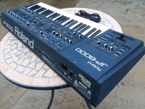 Roland JP8000 Synthesizer keyboard l