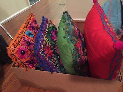 4 detailed cushions.