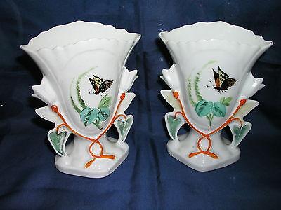 2 Antike Kamin-Vasen Paar Ziervasen Porzellan Blumenmalerei Schmetterling