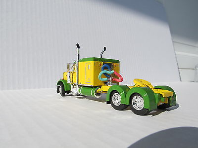 DCP 1/64 SCALE 379 PETERBILT 60'' BUNK GREEN & YELLOW (TRACTOR ONLY) 1