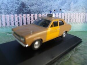 1-43-Vanguards-Ford-escort-MkI-Police