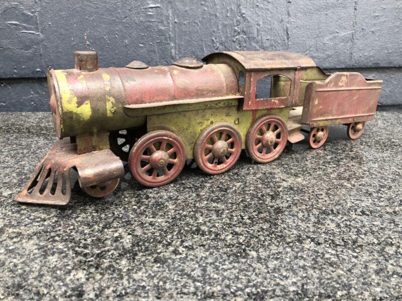 VINTAGE TIN PREWAR TRAIN ENGINE FLOOR TOY GREEN / RED 20