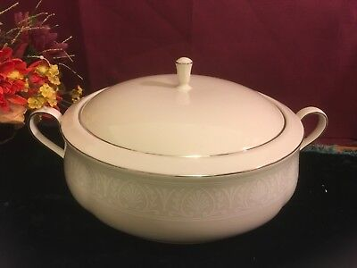 Lenox Courtyard Platinum Covered Vegetable Bowl NEW USA Free Shipping  Platinum Covered Bowl