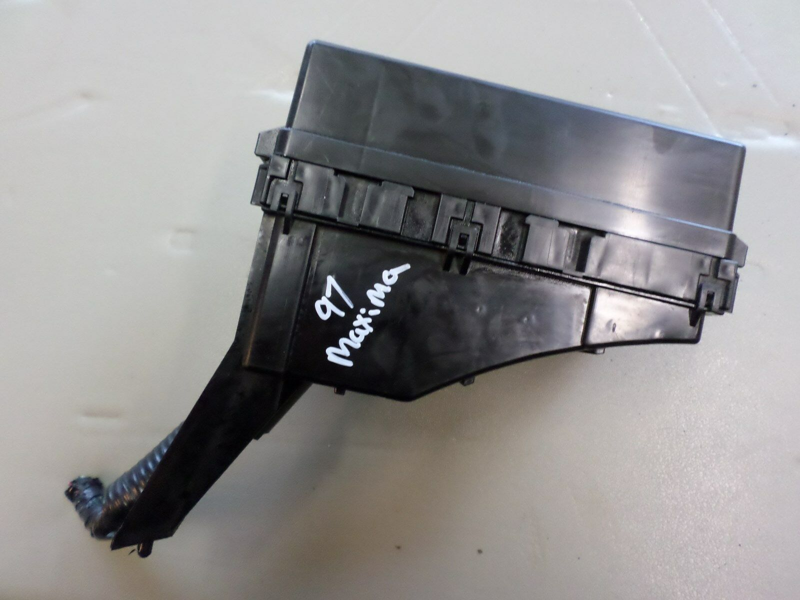 1995 1999 nissan maxima oem underhood fuse box p n 7154 3053 1995 1999 nissan maxima oem underhood fuse box in good working condition when it was removed from a 1997 model maxima please verify part fitment using