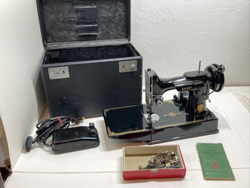 Vintage Singer Sewing Machine 221-1 (1947-1950) Feather Weight / Travel