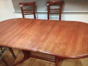 Solid timber extendable dining table Cheltenham Kingston Area Preview