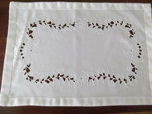 vintage lot 6 placemats 13in x 19in ecru embroidered damask floral cutwork MINT