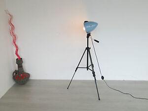 alte stativ tripod lampe stehlampe stehleuchte strahler. Black Bedroom Furniture Sets. Home Design Ideas