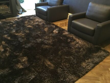 Plush pile rug as new
