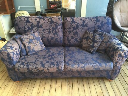 Sofa lounge 2 1/2 seater in great condition.