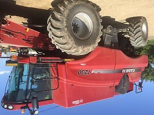 Case IH 7230 combine with low hours