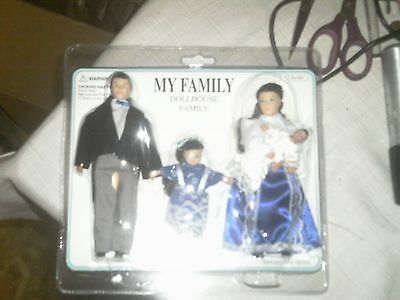 NEW TOWN SQUAREMINIATURES MY FAMILY 1:12 SCALE FOR YOUR DOLLHOUSE