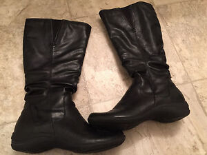 Size 7.5 Hush Puppies Boots