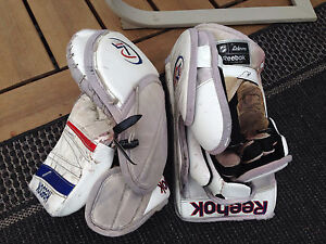 Reebok Premier 4 Goalie Gloves Kitchener / Waterloo Kitchener Area image 2
