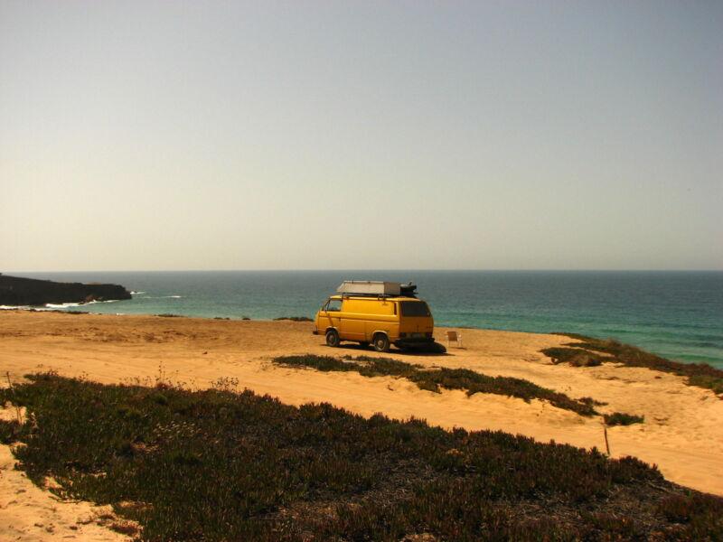 Die Algarve: Mit dem Bulli die Ruhe in Malhão genießen