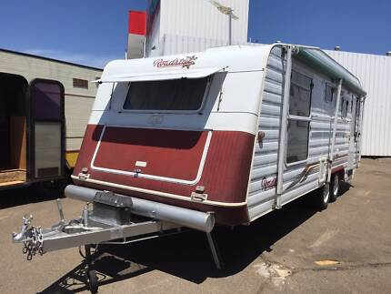 2001 Roadstar V200 Caravan 21' with shower & toilet