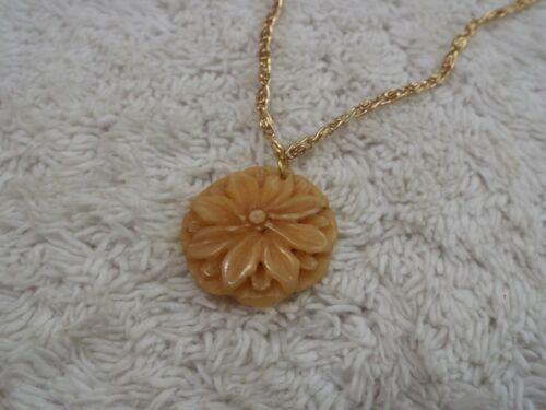 Goldtone Cream Carved Flower Pendant Necklace (D45)