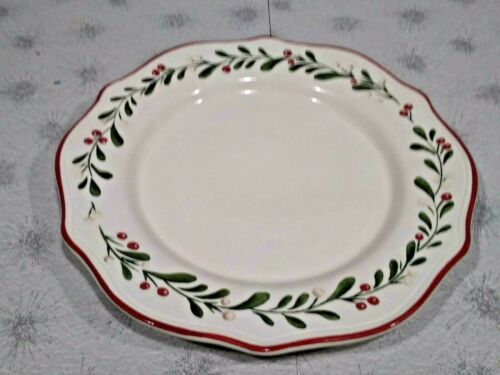 "Better Homes and Gardens Mistletoe Heritage Dinner Plates 10 1/2 "" EUC!"