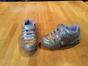 Girls Stride Rite sneakers size 9 *light up sides*