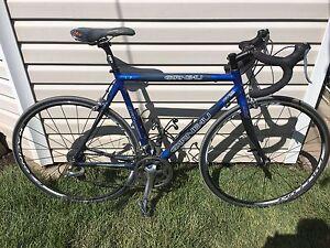 Louis Garneau LG vélo de route presque tout en carbonne