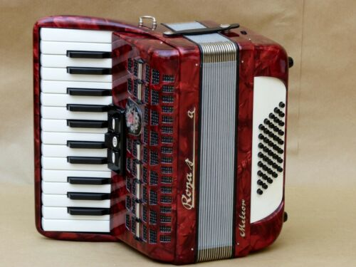 Very Nice Accordion Royal Standard Meteor 40 bass including case.