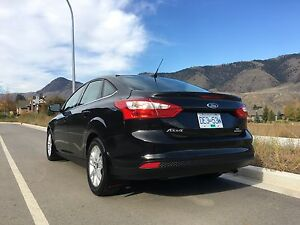 2012 Ford Focus SEL- loaded!!