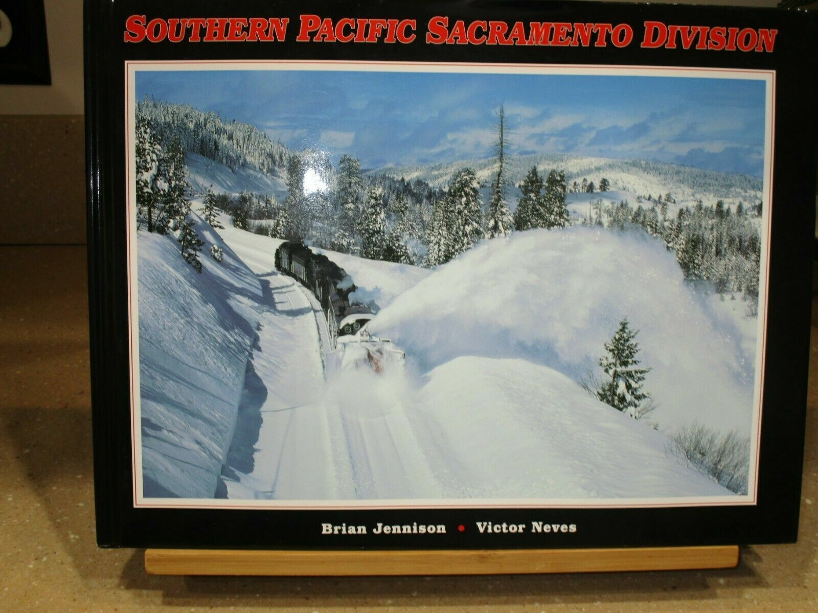 SOUTHERN PACIFIC SACRAMENTO DIVISION, RAILROAD, RARE BOOK, NEW, train locomotive