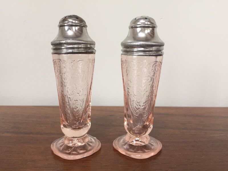 Hazel Atlas ROYAL LACE Pink Depression Glass Salt & Pepper Shaker Set