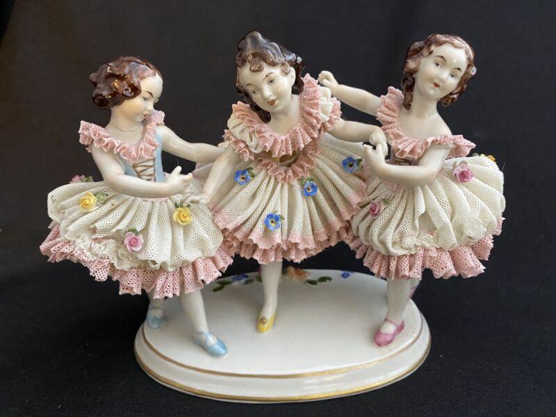 DRESDEN LACE THREE 3 BALLERINA GIRLS DANCING  FIGURINE GERMANY