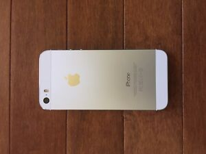 iPhone 5s 16gb Silver *WITH LIFEPROOF CASE* Barely Used (Fido)