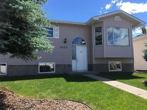 6 bedroom / 4 bathroom family home in High River